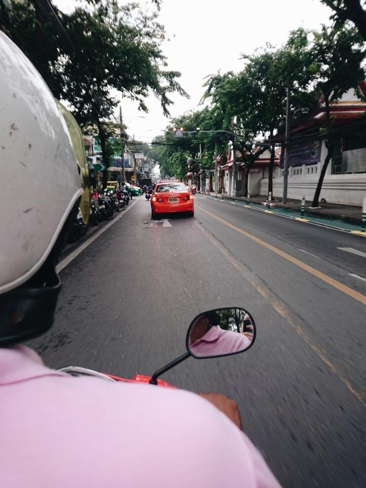 Mit dem Roller durch Bangkok